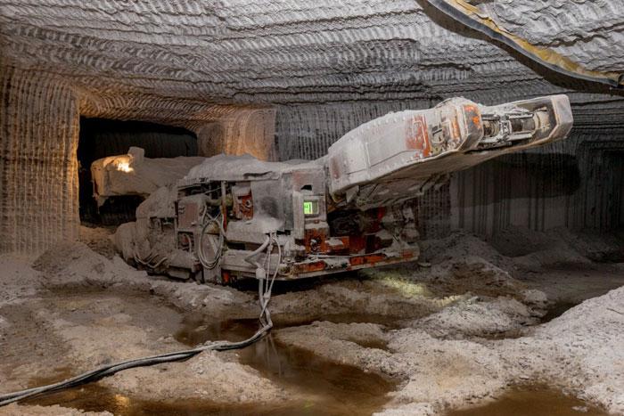 12 Rare Photos That Take You Inside An Amazing Salt Mine Hidden