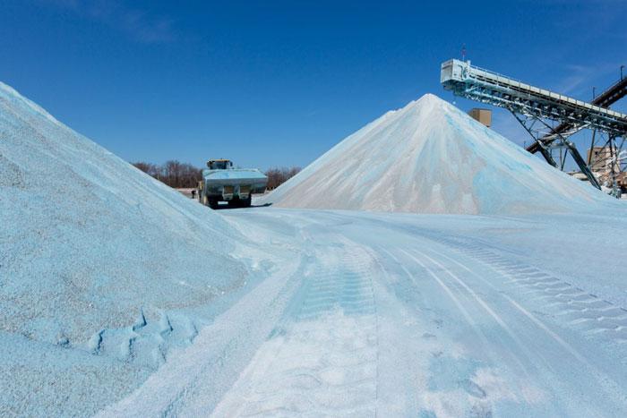 Rare Photos That Take You Inside An Amazing Salt Mine Hidden - Lake erie salt mines