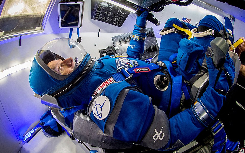 this-is-the-new-cst-100-starliner-spacesuit-that-was-designed-and-built-by-boeing