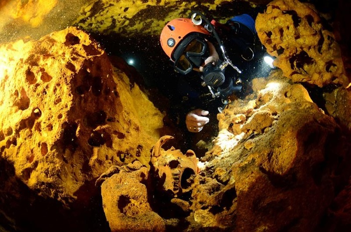 Divers Found The World's Largest Underwater Cave, And It's Full of Maya Secrets  835-mexico-sac-actun-cave-2