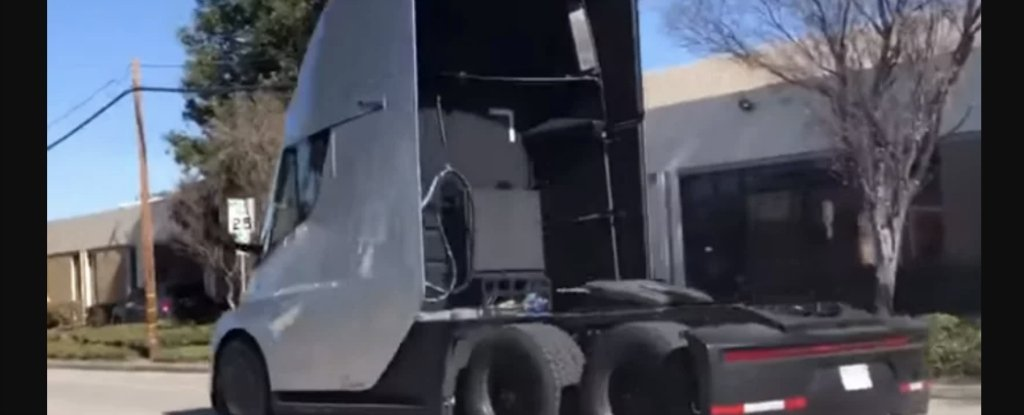 Video Showing The Acceleration of Tesla's Electric Truck Is Breathtaking