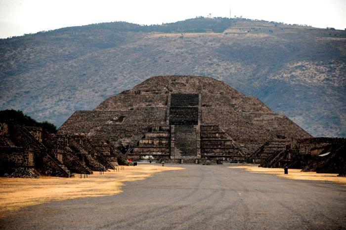 937 pyramid moon 3