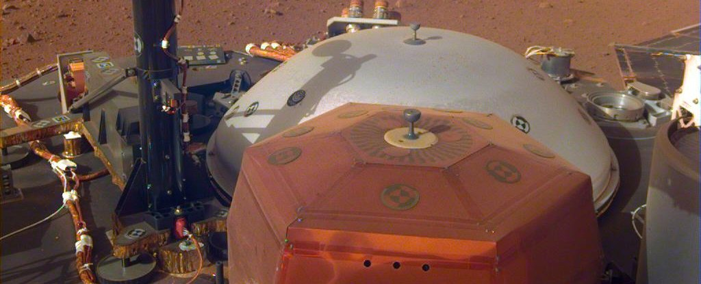 NASA's InSight Took Its First Selfie on Mars, And It's Epic