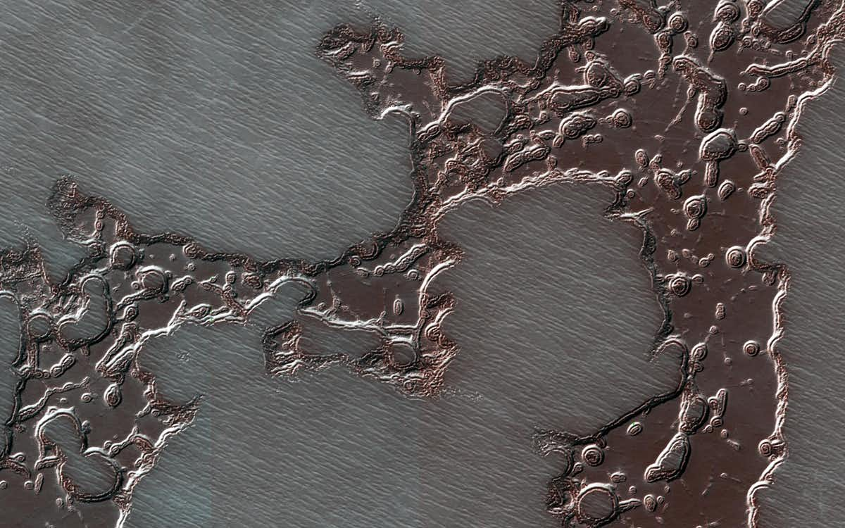 A mesa of frozen carbon dioxide at Mars' south pole.  (NASA)