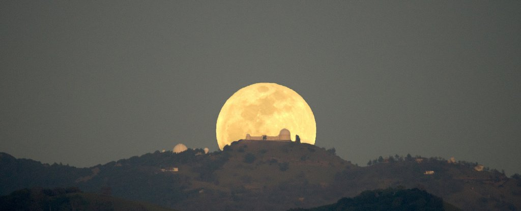 The Last Supermoon of The Year Is Upon Us, And Yep, It Has Another Weird Name