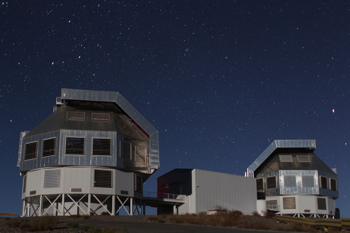 1200px Magellan Telescopes at LCO 2014 04 19
