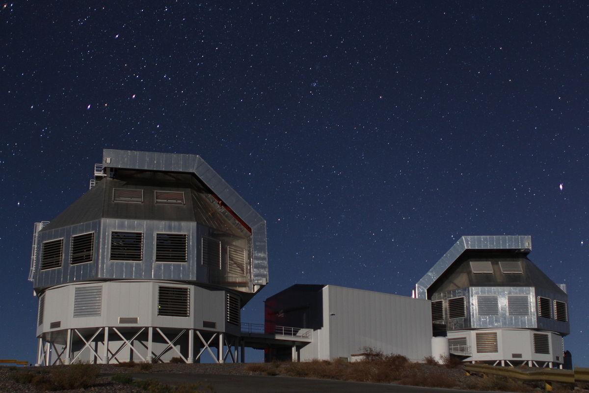 1200px Magellan Telescopes at LCO 2014 04 19