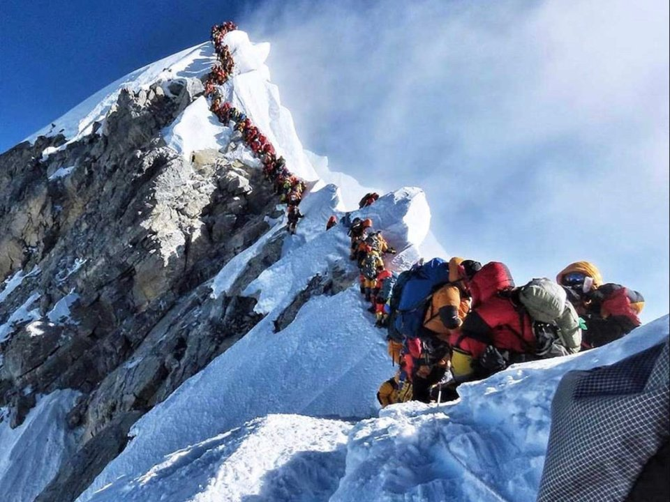 A deadly traffic jam on Mount Everest's 'death zone.' (Twitter/@nimsdai)
