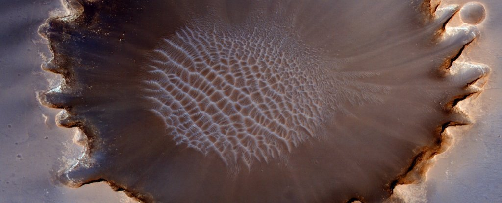 Scientists Have Observed Eerie Sand Movements on Mars That Never Happen on Earth
