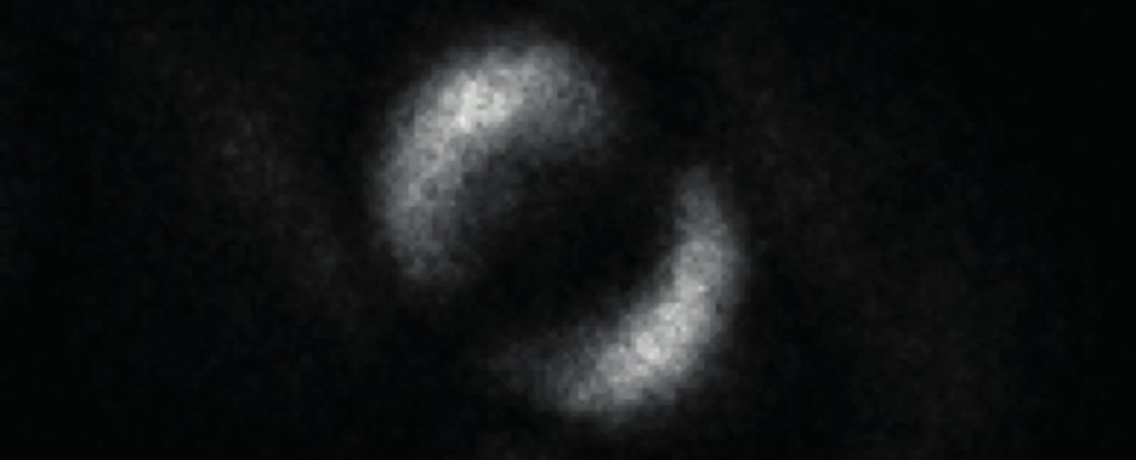 Scientists Just Unveiled The First-Ever Photo of Quantum Entanglement