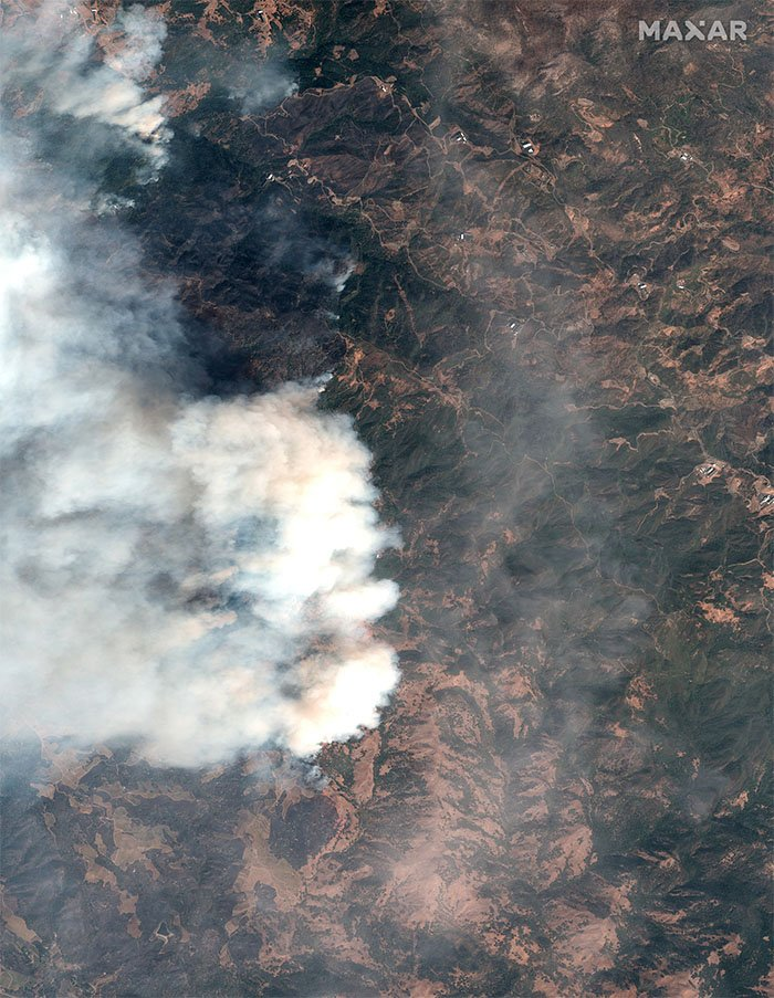 A natural-colour satellite image of the Kincade Fire in Sonoma County, California, 24 October 2019.