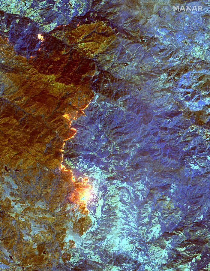 A short-wave infrared satellite image of the Kincade Fire in Sonoma County, California, 24 October 2019.