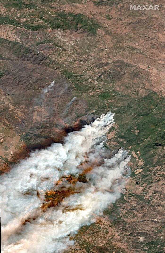A natural-colour satellite image of the Kincade Fire in Sonoma County, California, 27 October 2019.