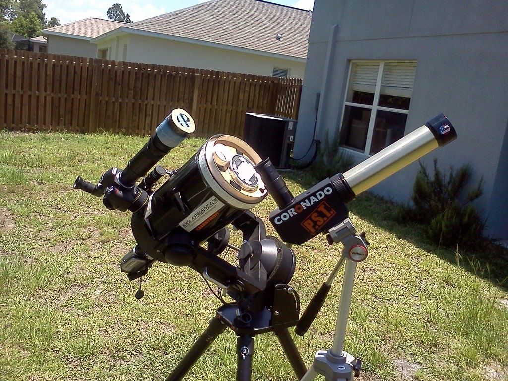 A telescope set up to view the Sun in both hydrogen-alpha and visible light. (David Dickinson)