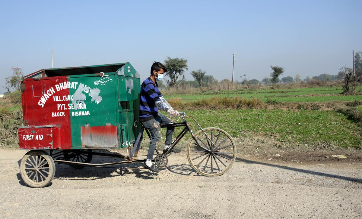 An additional 500,000 people will need to be reached by waste collection services each day until 2040. (EPA-EFE/JAIPAL SINGH)