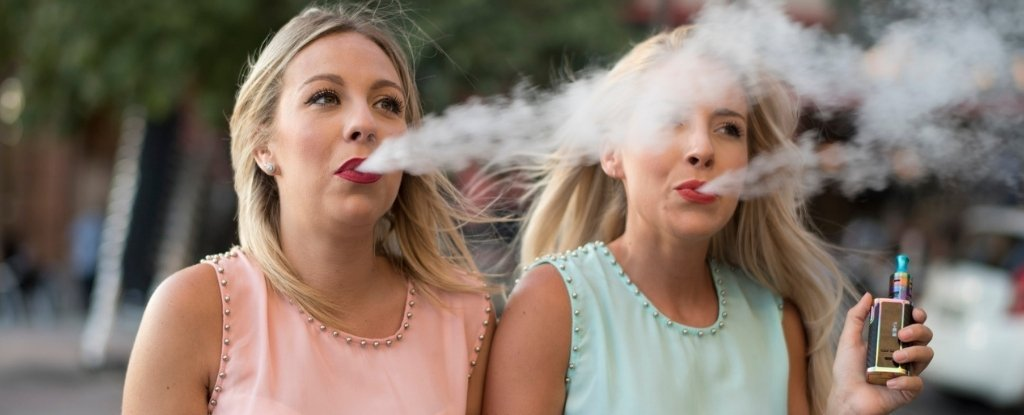 E-Cig Clouds Aren't 'Vapour', Scientists Warn. That Word Just Makes Them Sound Safer