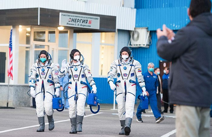 Russian cosmonauts approaching launch