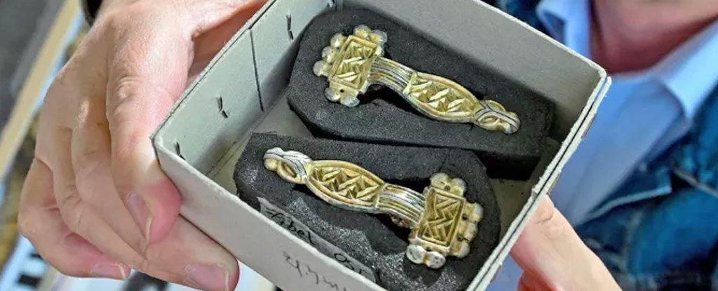 Medieval fibulae
