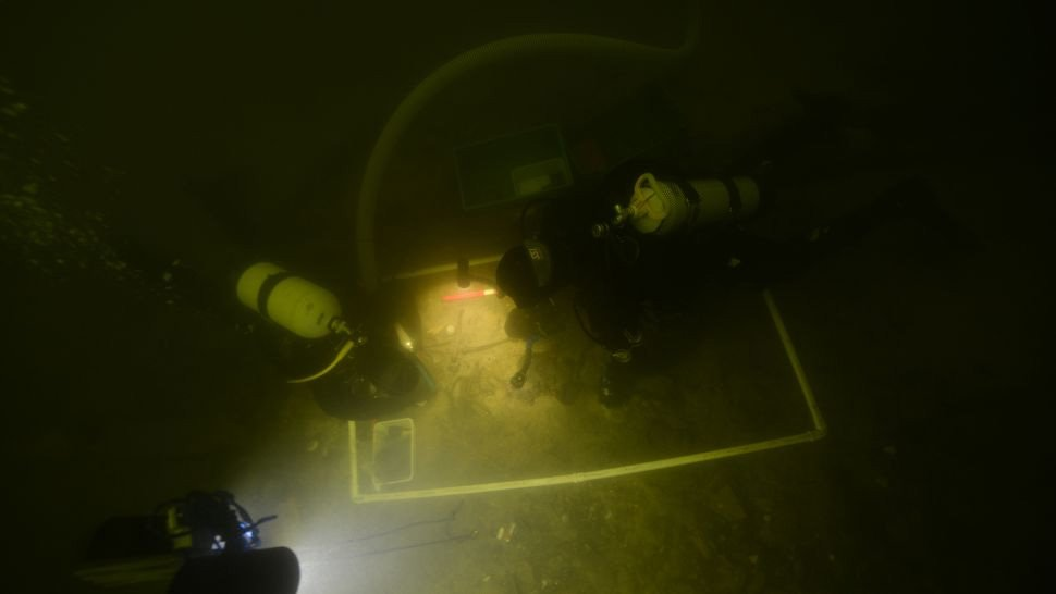 lithuanian soldier divers murky water