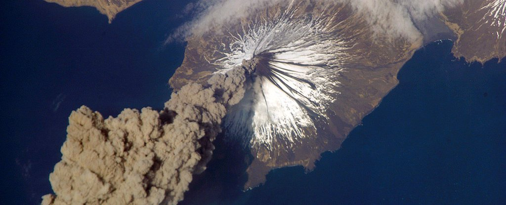 Plume from Mount Cleveland on May 23, 2006, as seen from the ISS.