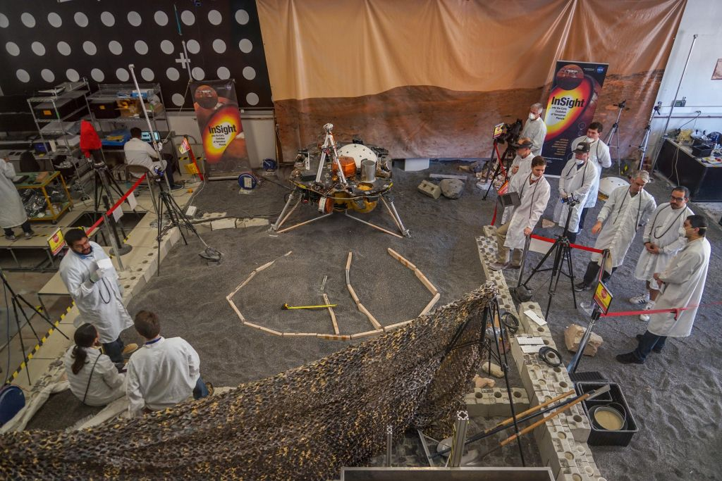 InSight lander test-bed facility at JPL. (NASA/JPL-Caltech/IPGP)