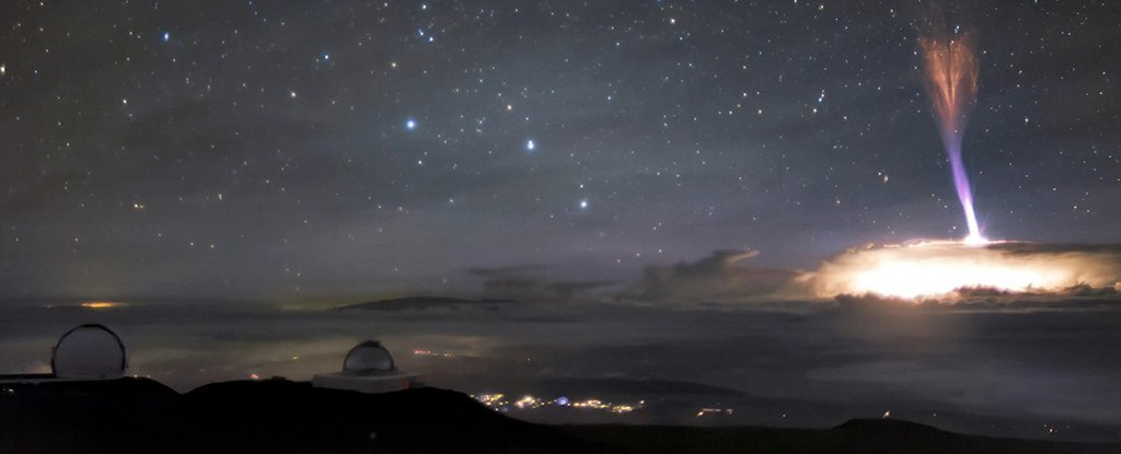 Breathtaking Pic From Hawaii Reveals Not One, However Two Uncommon Sky Phenomena
