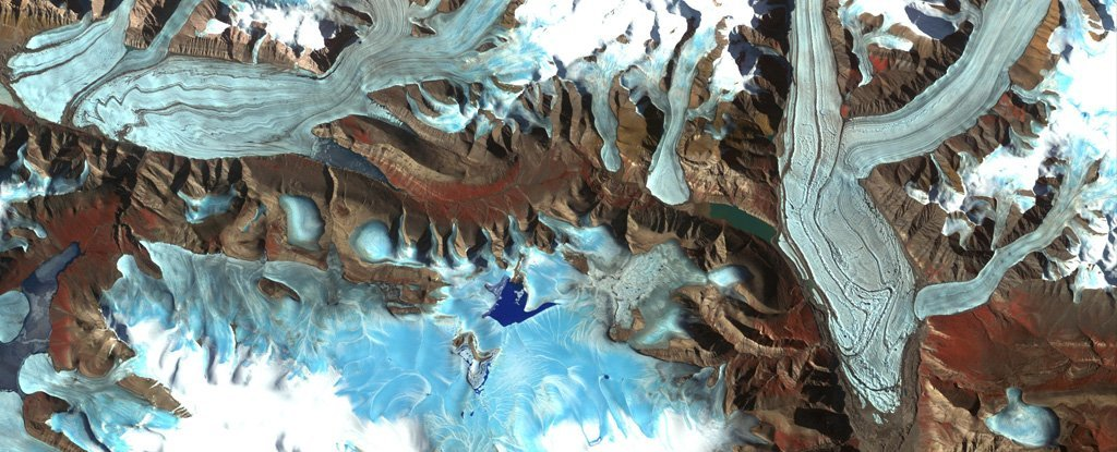 Chapman glacier in Canada. (NASA/METI/AIST/Japan Space Systems, and US/Japan ASTER Science Team)