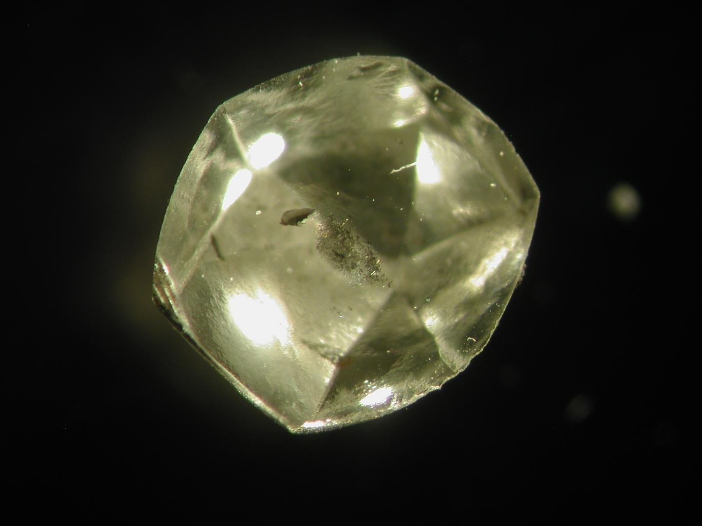 A diamond used in the study. (Yaakov Weiss)