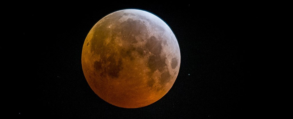 A total lunar eclipse in Mechelen, on Monday 21 January 2019.