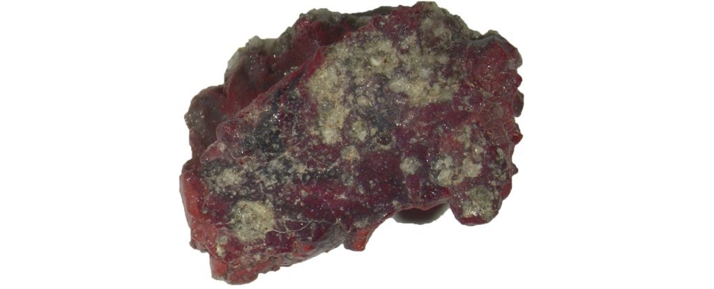 The sample of red trinitite that contained the quasicrystal.