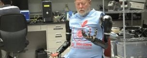 WATCH: A double amputee controls two prosthetic limbs at once with his thoughts