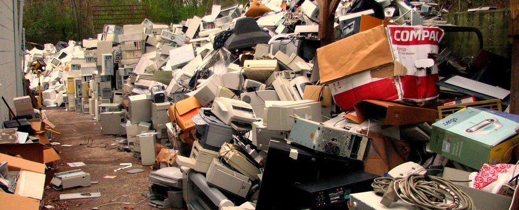 Scientists Say We Can Fix The E-Waste Problem by Pulverising Electronics Into Nanodust