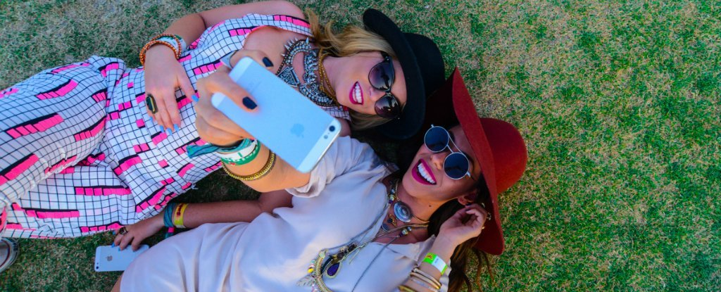 Selfie Fans Regularly Overestimate How Attractive They Are, Scientists Find