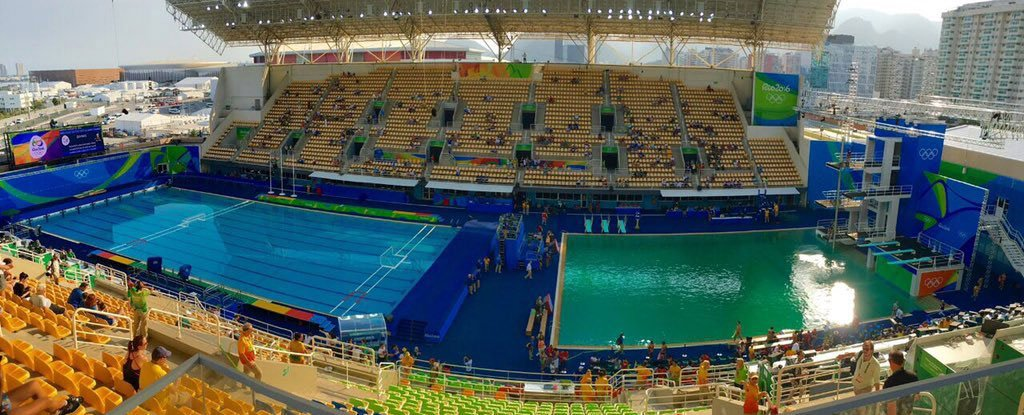 The olympics diving pool turned green overnight and officials can 39 t explain why for Why does a swimming pool turn green
