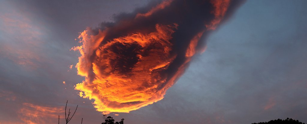 Here's What Caused This Weird 'Fireball' Cloud Over a Portuguese Island Last Week