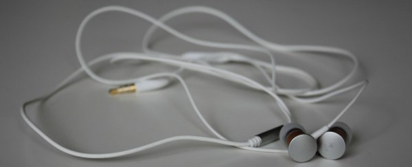 The mathematical formula that causes your headphones to tangle