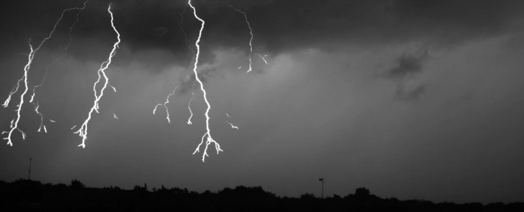 WATCH: This Is What Lightning Looks Like at 7,000 Frames Per Second
