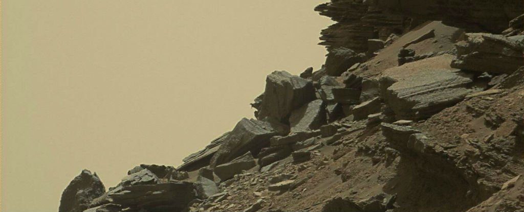 NASA's Curiosity Rover Just Took The Most Incredible Pictures Yet of The Martian Surface