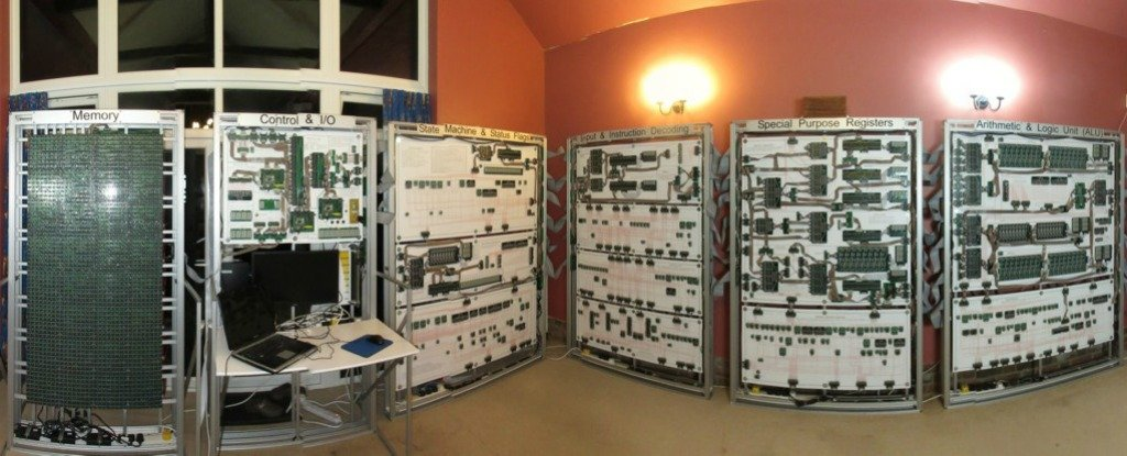 This Engineer Created an Enormous 'Megaprocessor' to Play Tetris