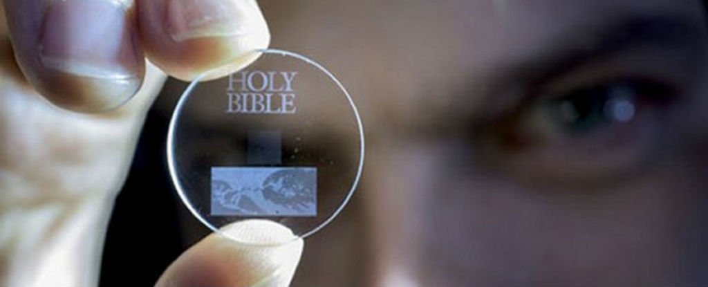 This Tiny Glass Disc Can Store 360TB of Data For 13.8 Billion Years