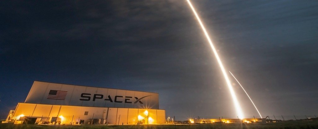 SpaceX Wants to Surround Earth With an Internet Service That's 200 Times Faster