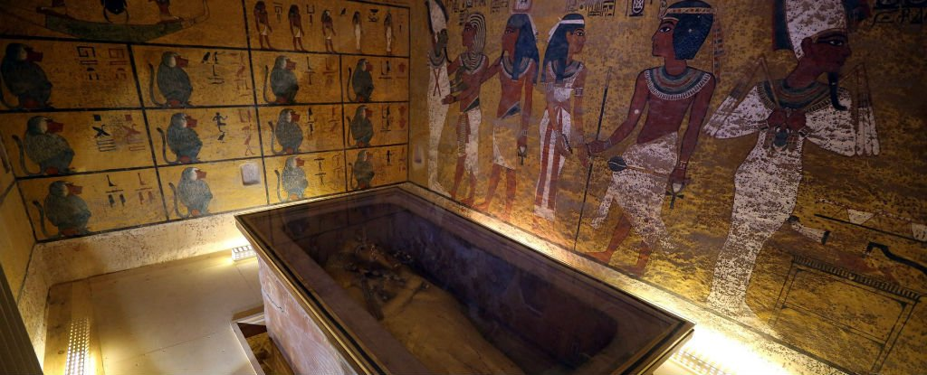 evidence of religion in tutankhamuns tomb Tutankhamun was slight of build, and was roughly 180 cm (5 ft 11 in) tall he had large front incisors and an overbite characteristic of the thutmosid royal line to which he belonged.