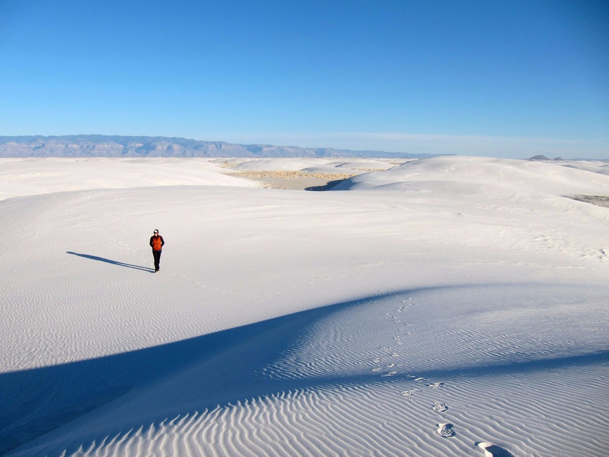 the-white-sands-national-monument-in-new-mexico-is-home-to-the-worlds-largest-gypsum-dune-field-with-around-275-square-miles-of-white-dunes-the-area-looks-like-its-blanketed-in-snow